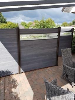 BPC Sichtschutzelement GroJaSolid 180 x 180 x 1,9cm steingrau co-ex. mit 30cm Glas-Designeinsatz