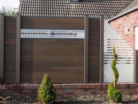 BPC Sichtschutzelement GroJaSolid 180 x 180 x 1,9cm walnuss co-ex. mit 30cm Glas-Designeinsatz